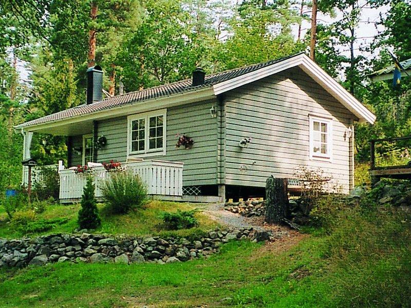 6 person holiday home in VALDEMARSVIK – semesterbostad i Yxnerum