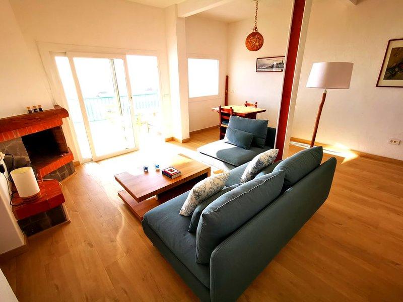 Beachfront house, only 50 meter from the beach, alquiler de vacaciones en La Palma