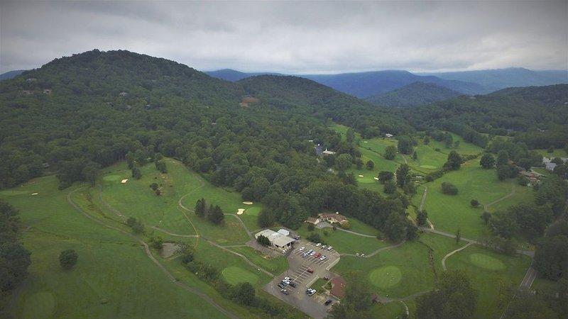 Campo de golf Black Mountain, a menos de 8 km.