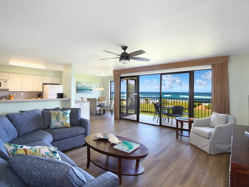 Premier Oceanfront Condo at Kauai Beach Villas - All new Designer Furnishings !, aluguéis de temporada em Lihue