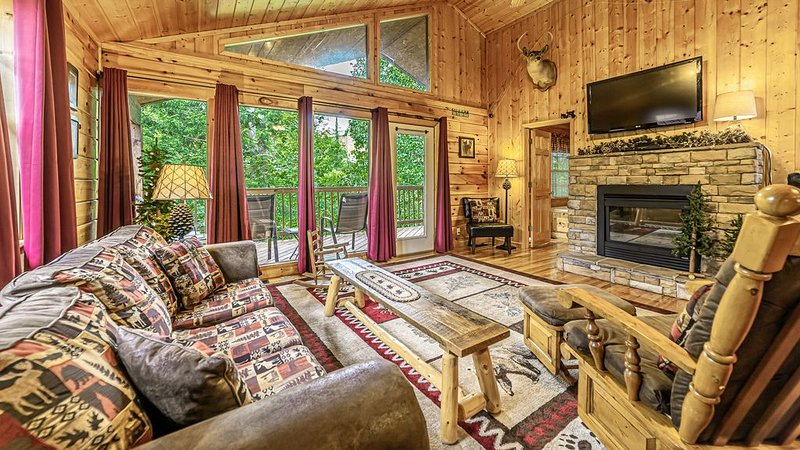 Hooked in the Smokies! Minutes from Dollywood, Near All Area Attractions!, casa vacanza a Sevierville