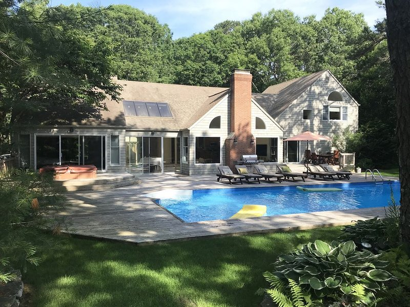 5 Bedroom. Pool & Tennis on 5 Private Acres, location de vacances à East Hampton