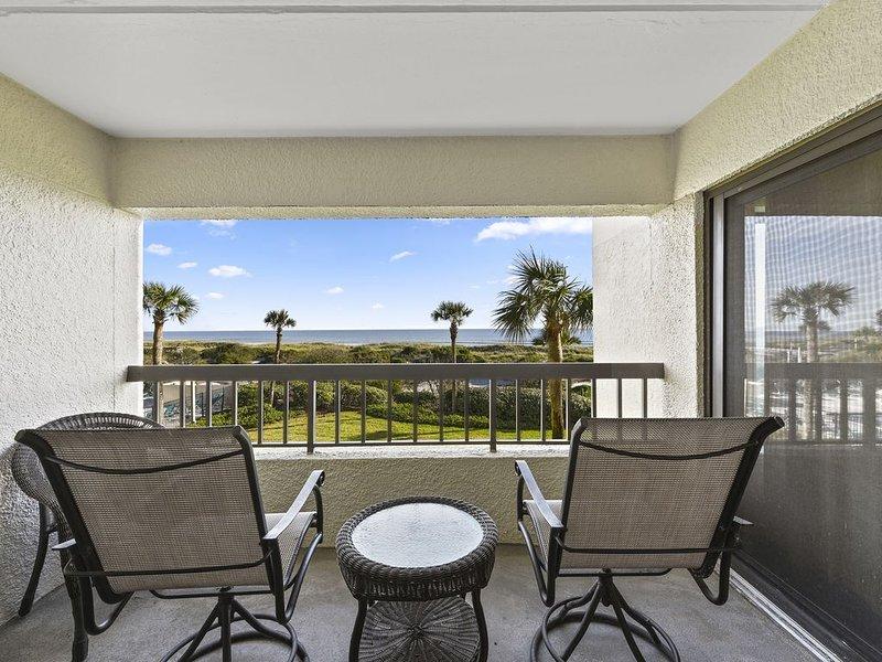 Renovated, Clean Oceanfront Condo in Amelia Surf & Racquet Club, casa vacanza a Amelia Island