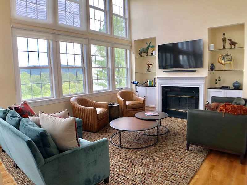 Living room with golf course and mountain view, flat-screen TV and fireplace