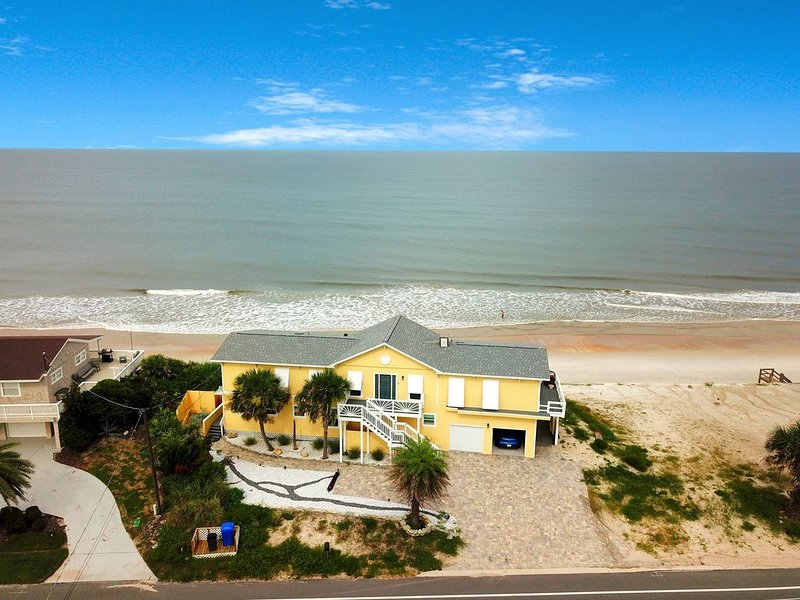 Oceanfront home w/ boardwalk, kitchenette, outdoor spaces close to downtown!, holiday rental in Villano Beach