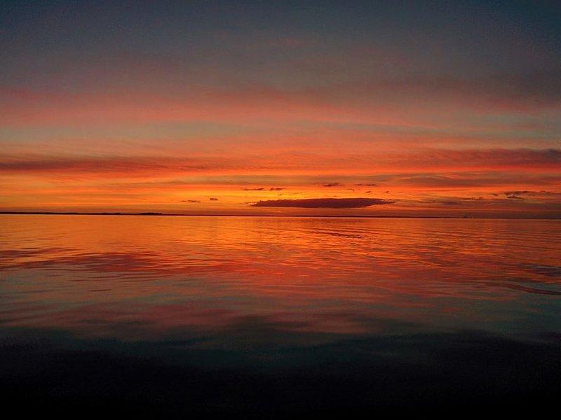 Puesta de sol sobre el río Pamlico