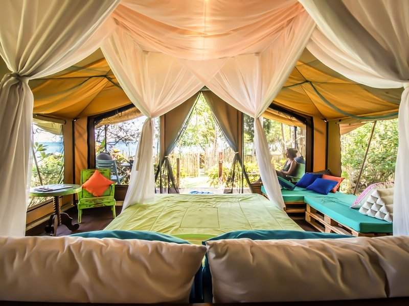 September VRBO Special $45!! - Unforgettable Beachfront Glamping Experience!, alquiler vacacional en West Bali National Park