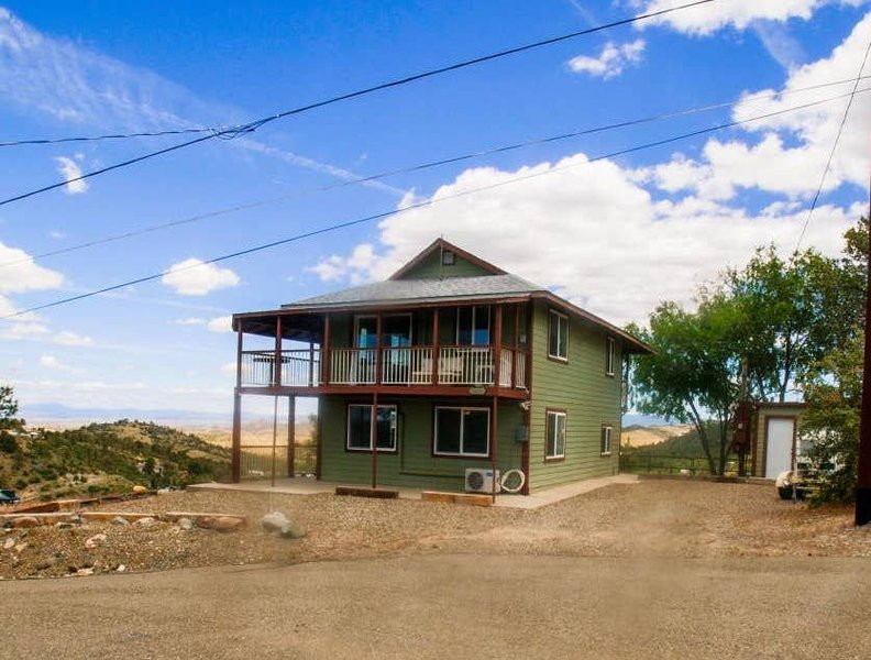 Hilltop Home Overlooking the City!, location de vacances à Prescott Valley
