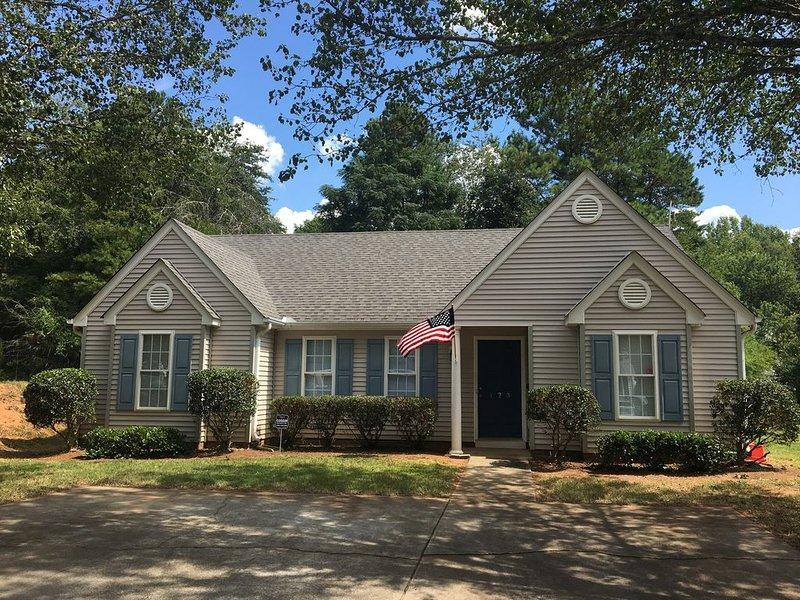 3 BR 2 BA Home Conveniently Located 4 Miles from Clemson Campus, location de vacances à Clemson