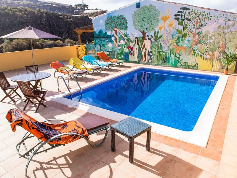 Rural Villa set in a Finca with a heated swimming pool, 6 minutes from beach., holiday rental in Guia de Isora