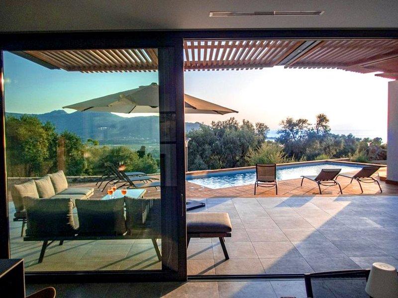 NOUVEAU // Villa contemporaine - grande terrasse - piscine chauffée, location de vacances à Pigna