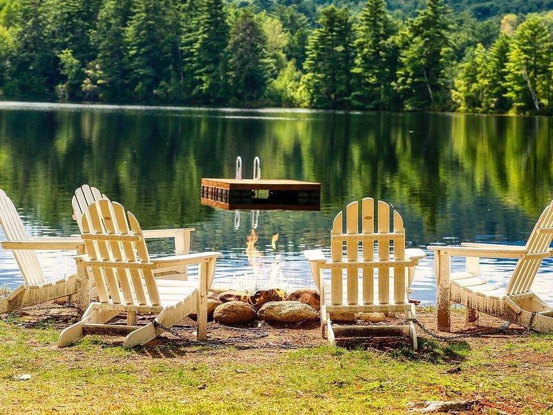Lakefront home with private beach, and dock, close to skiing!, aluguéis de temporada em Conway