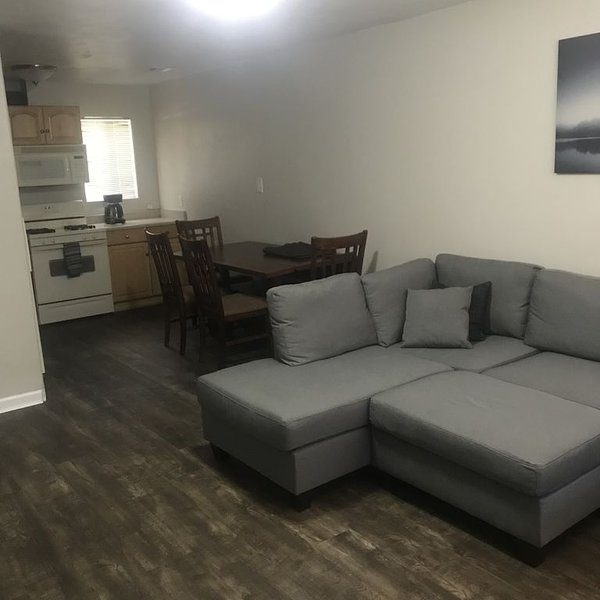 1 bed room 1 bath a scooter ride away from ASU!, holiday rental in Tempe