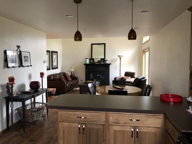 Beautiful Clean & Spacious Townhome with Hot Tub, vacation rental in Red Lodge