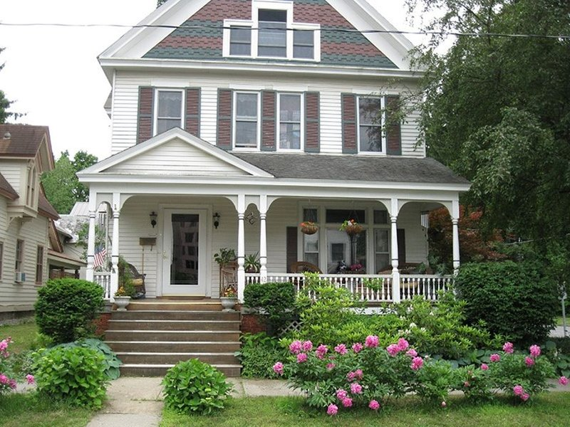 1907 Queen Anne minutes from the track, vacation rental in Ballston Spa