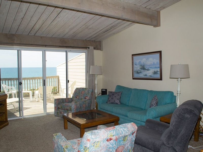 3BR/2BA Oceanfront Condo with Marina, Jogging Trails, Pools and much more!, casa vacanza a Newport