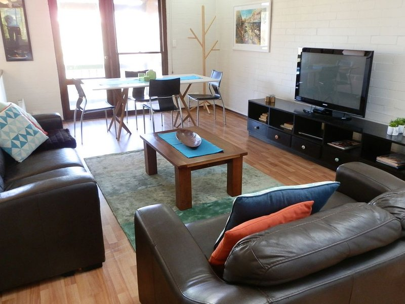 Suffolk Street Villa - centrally located townhouse that sleeps up to six guests, vacation rental in Fremantle