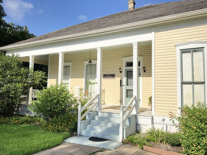 Lovely Historic Home Downtown Columbus, holiday rental in New Ulm