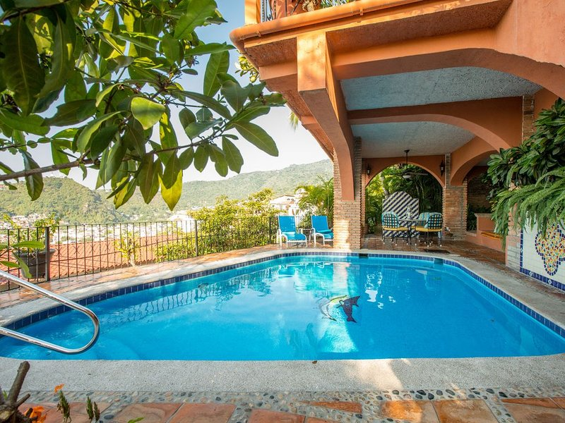 Classic, Mexican Villa steps from Downtown with incredible Views, Pool and Staff, alquiler de vacaciones en Puerto Vallarta