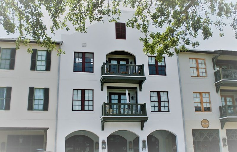 PENTHOUSE condo centrally located in Rosemary Beach. Completely remodeled!, holiday rental in Rosemary Beach