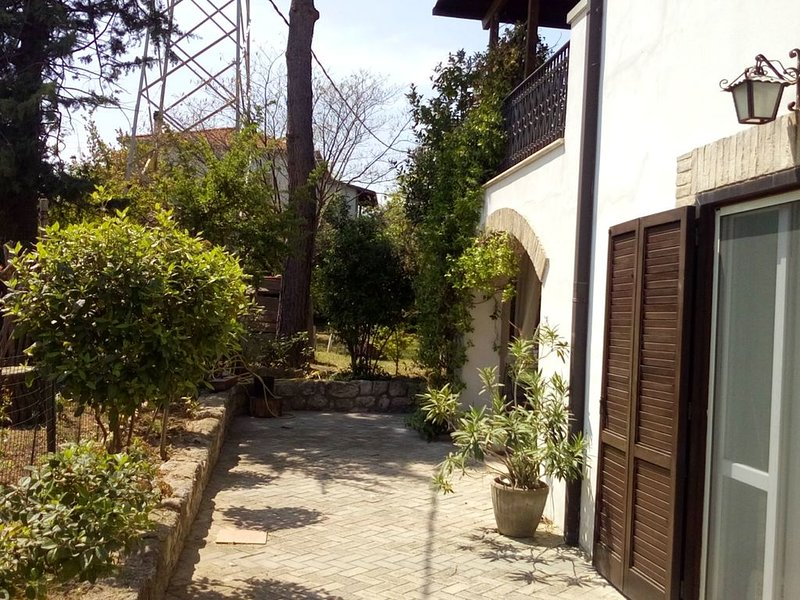 casa di campagna immersa tra ulivi, Ferienwohnung in Villa Oliveti