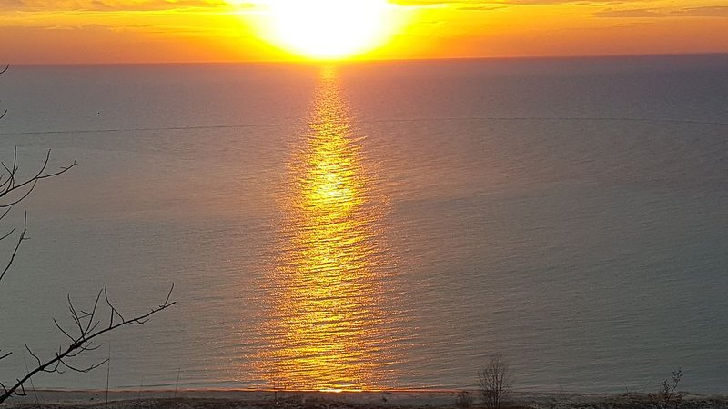Beautiful, Private, Lakeshore Home- perfect for large families! Now has  A.C.!, vacation rental in Ludington