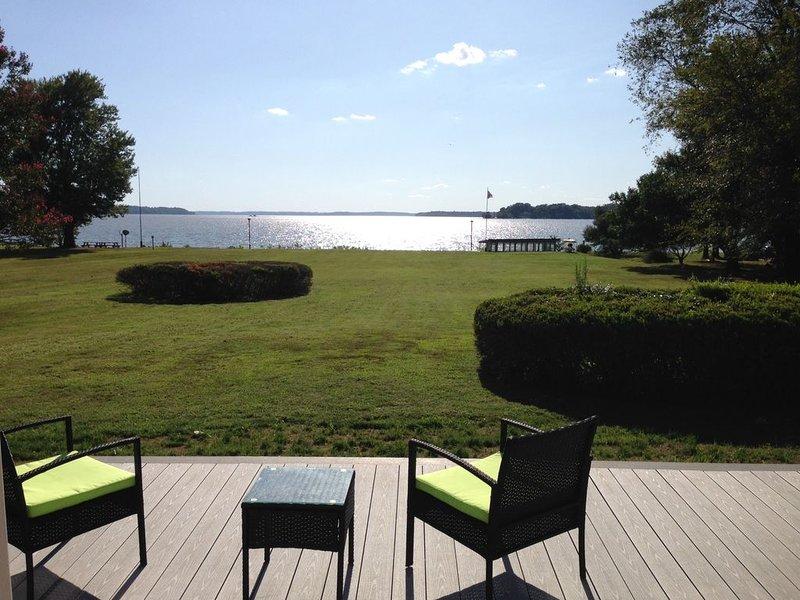 Fabulous PRIVATE Potomac WATERFRONT retreat, 2+acres, 4 bd/4 ba w/ guest house, alquiler de vacaciones en Port Tobacco