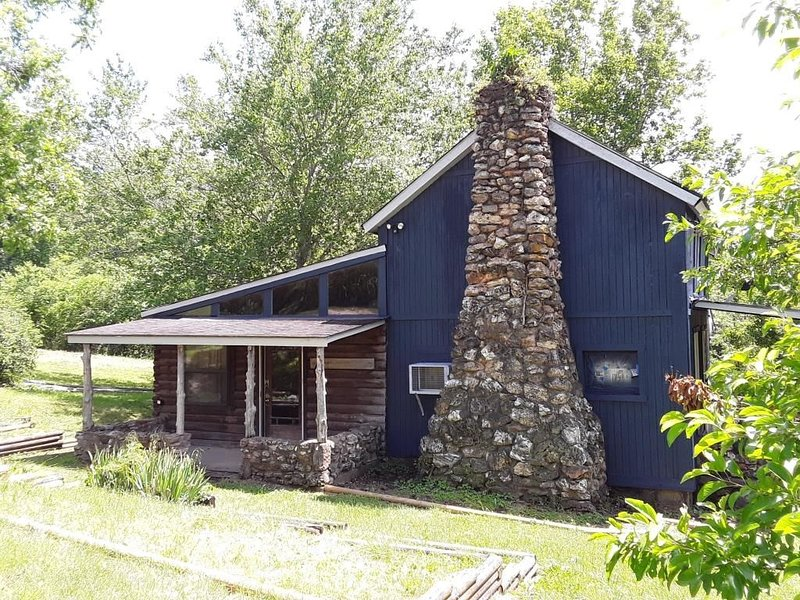 Spacious but cozy farmstead lodge has stone fireplace and sleeping for 9 to 10, vacation rental in Steelville