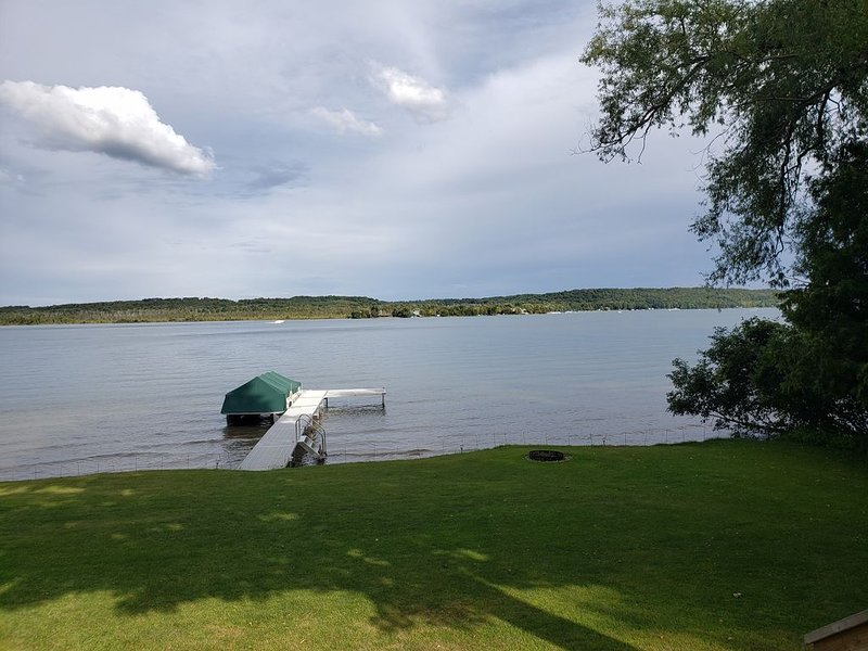 Enjoy a Memorable Lakeside Vacation on South Lake Leelanau, vacation rental in Cedar