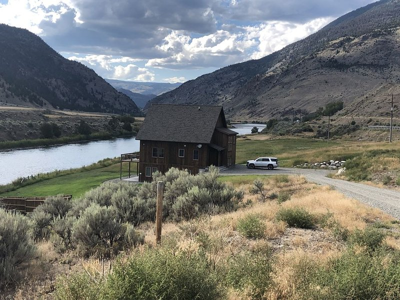 Home located 10 miles north of Yellowstone Park, alquiler de vacaciones en Gardiner
