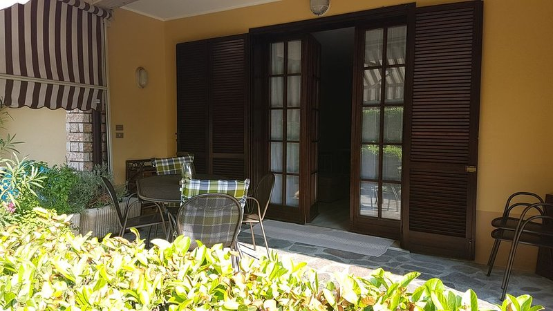 OVERSIZE Summer House/ GROUND FLOOR  in small family Residence in SIRMIONE, holiday rental in Sirmione