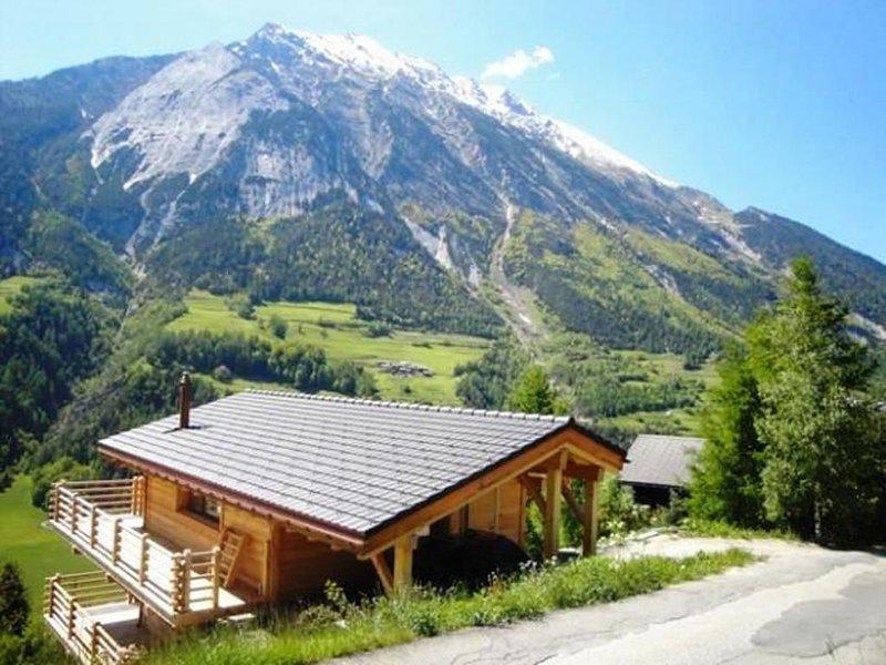 Superbe chalet de ski tout neuf et tout confort dans cadre magnifique, holiday rental in Bovernier