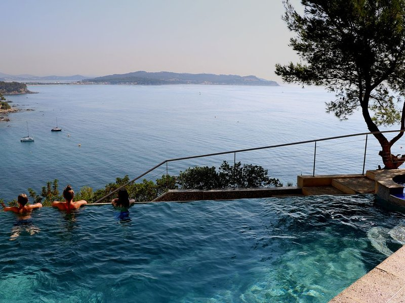 Seafront - Somptueux, grand calme, piscine, jaccuzi, accès mer privatif, casa vacanza a La Seyne-sur-Mer