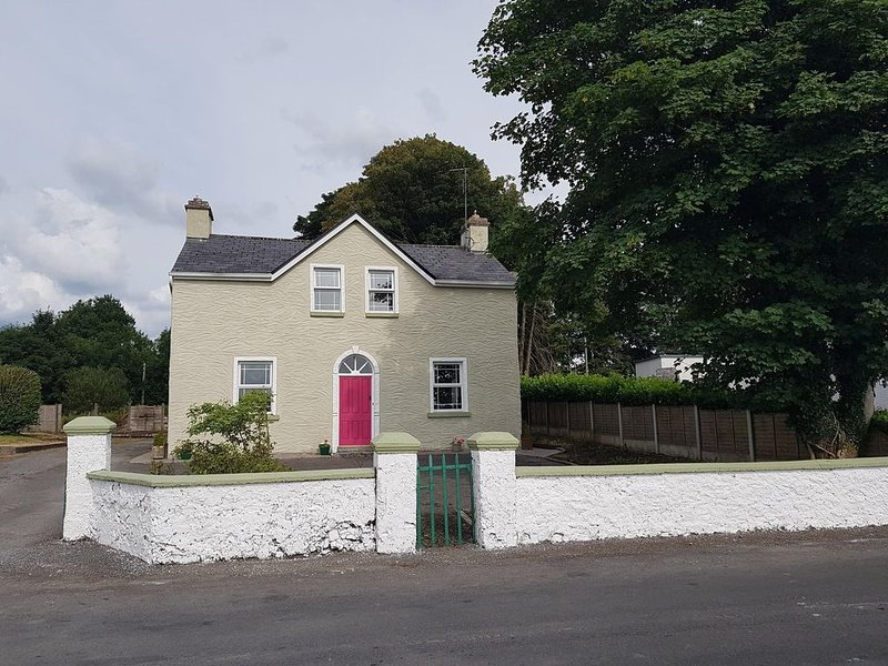 4 Bedroom Period House, a perfect base for discovering the West of Ireland, location de vacances à Tuam