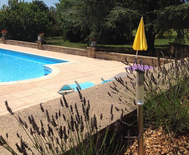Location de charme paisible, 2 personnes, piscine, holiday rental in La Feuillade