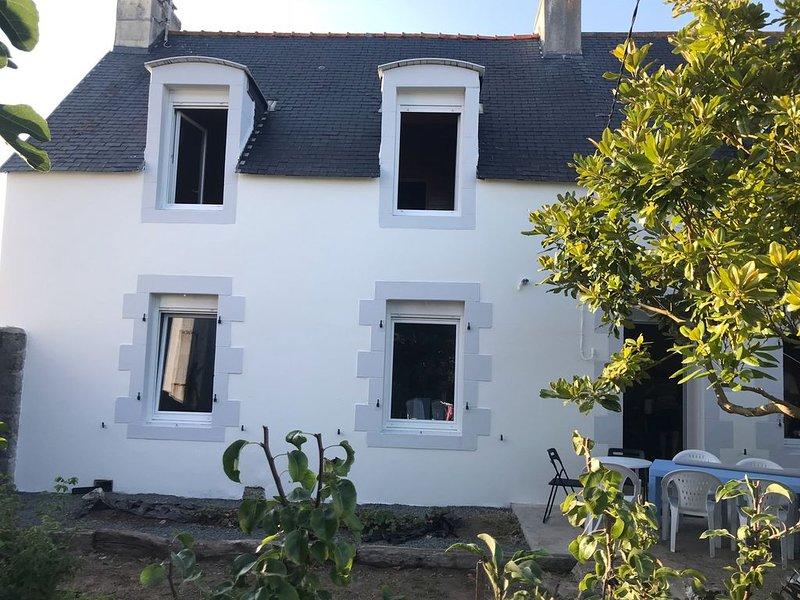 Maison avec terrasse proche du port et du centre ville, alquiler vacacional en Plomeur