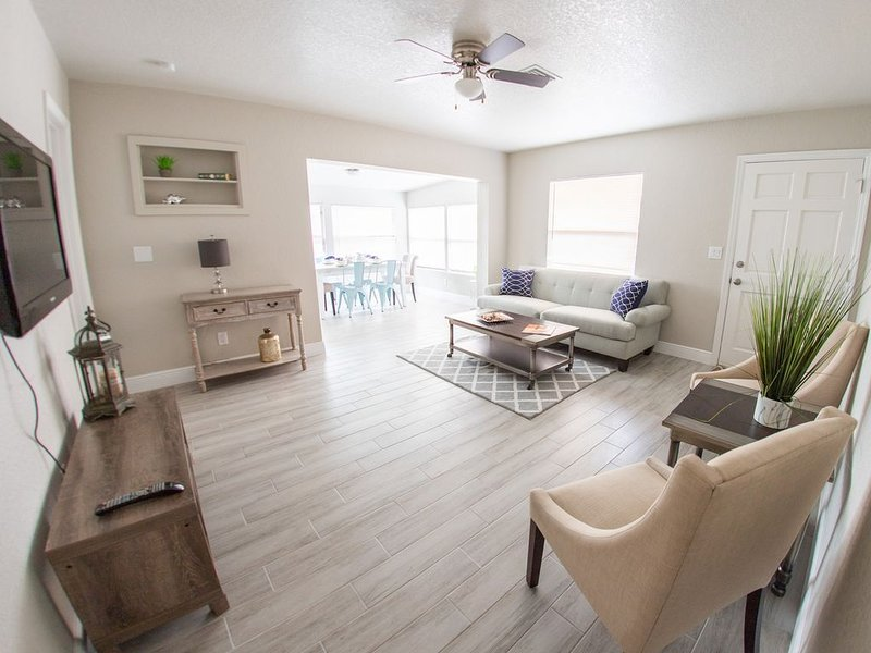 3 BD Remodeled Clean Place Close to Beaches Parks – semesterbostad i Largo