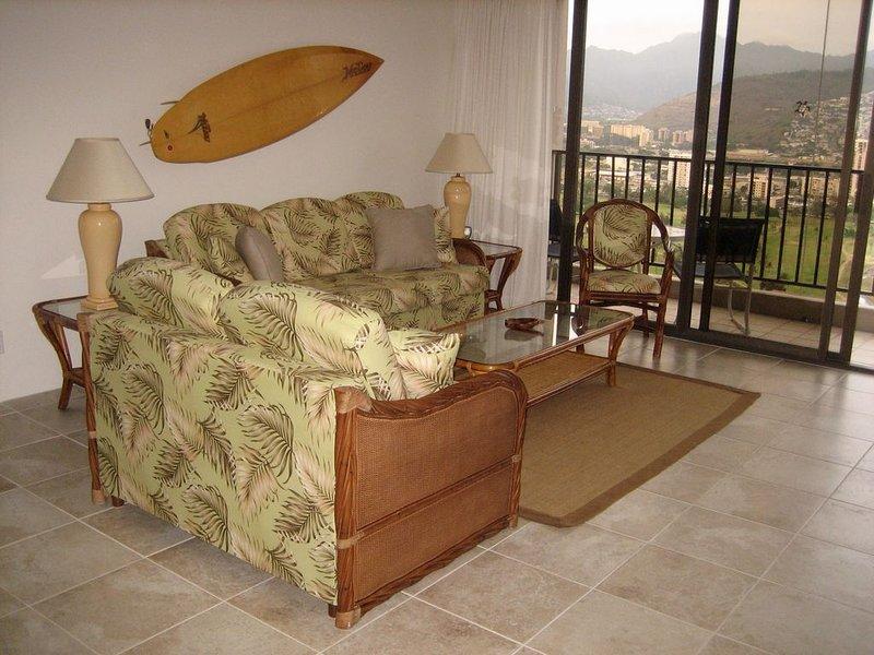 Nuestra espaciosa unidad de esquina es limpia, cómoda y decorada en estilo hawaiano.
