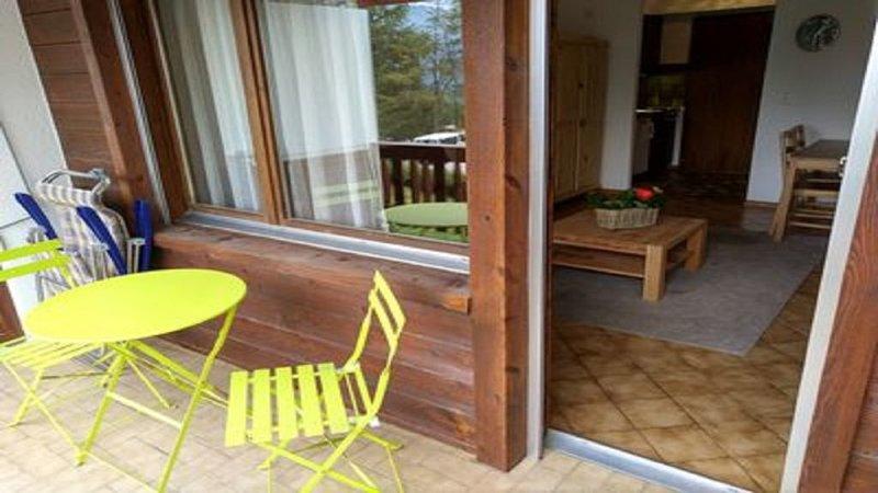 Studio met zwembad en sauna, eigen parkeerplaats, aluguéis de temporada em Miege