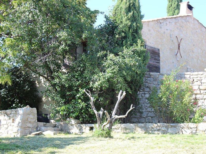 Charmante maison tt confort avec terrasse à Vergol  au calme en pleine nature, location de vacances à Montbrun-les-Bains