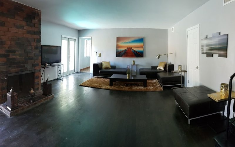 Nice big home with pool and views, holiday rental in Glendale