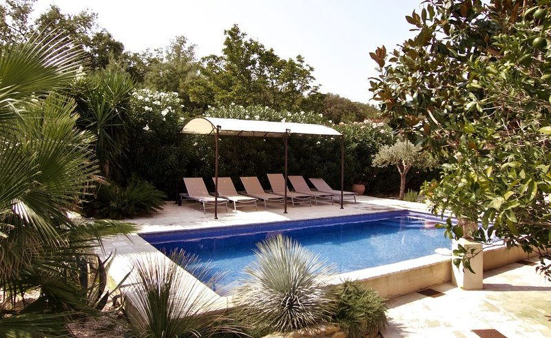 Mas provençal climatisé dans le Golf de ST TROPEZ avec piscine privée, casa vacanza a Plan de la Tour