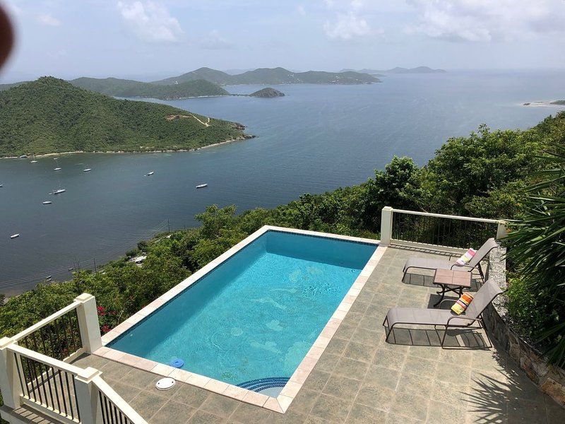 MESMERIZING VIEWS,  COOLING TRADEWINDS:  COCONUT BREEZE VILLA, holiday rental in Coral Bay