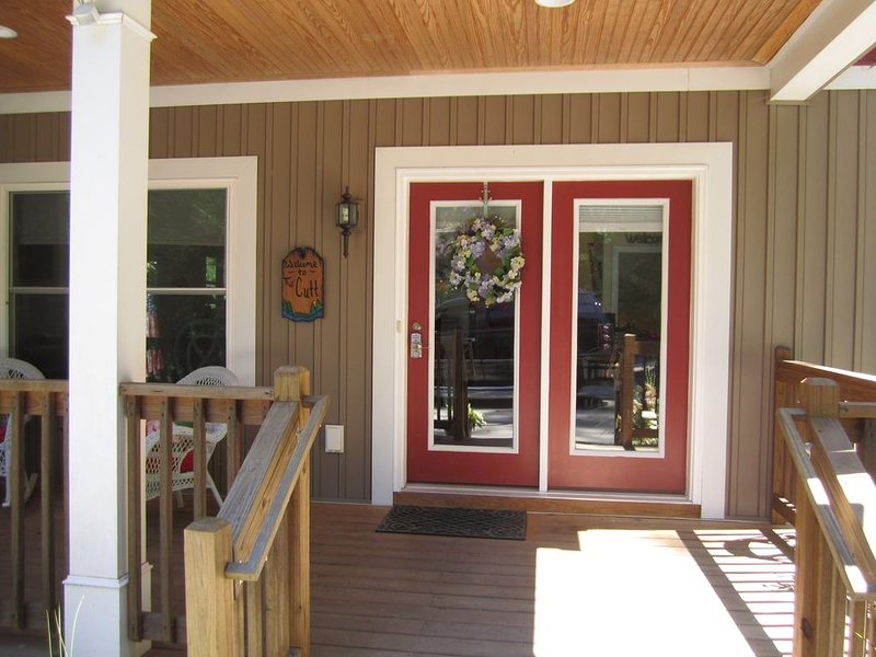 The Cutt, Relaxing, private,  lake front paradise on stunning Lake Keowee in SC., holiday rental in West Union
