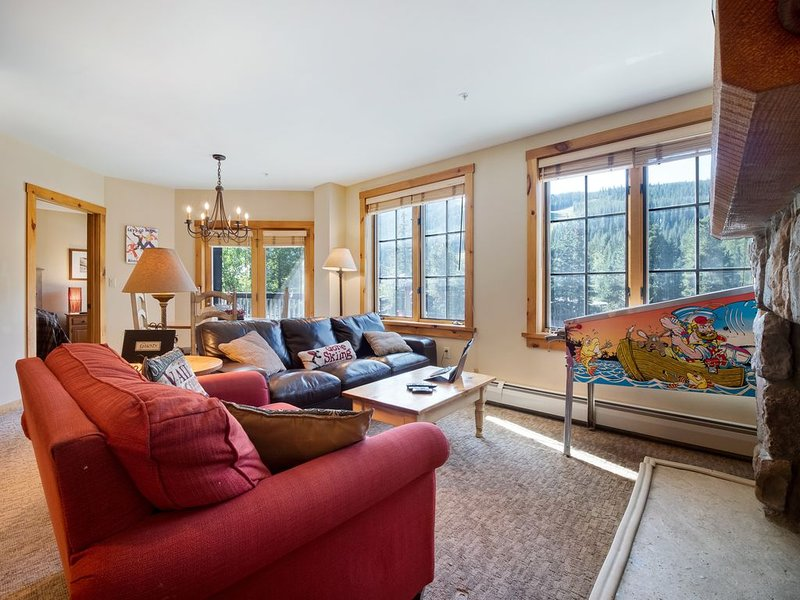 Pinball, Slope Views, 2 King Beds, Short Walk to Everything, Best of River Run!, alquiler vacacional en Keystone
