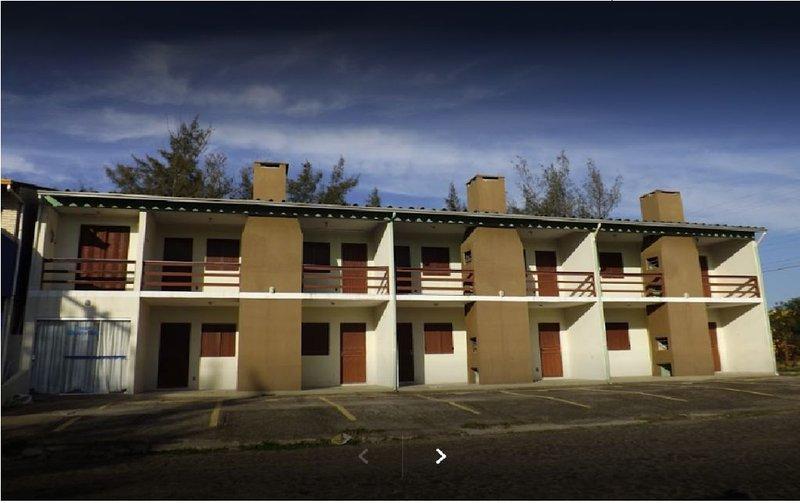 Residencia Beira Mar - Capão da Canoa - Ideal para famílias de  2 a 5 pessoas., casa vacanza a Stato di Rio Grande do Sul