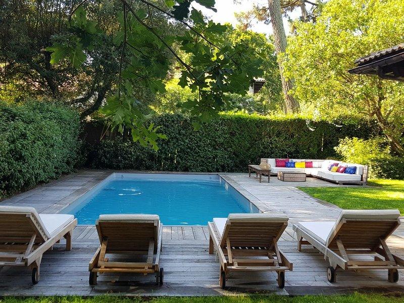Très belle villa dans parc privé au Pyla - Piscine chauffée - Tennis - 80m plage, vacation rental in Pyla-sur-Mer