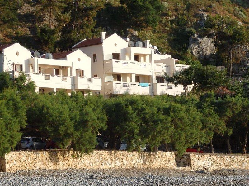 Sea view studio,30 meter from seaside, location de vacances à Ravdoucha