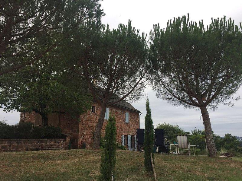 Adorable maison  de caractère  9 personnes  sans voisinage, vacation rental in Livinhac-le-Haut