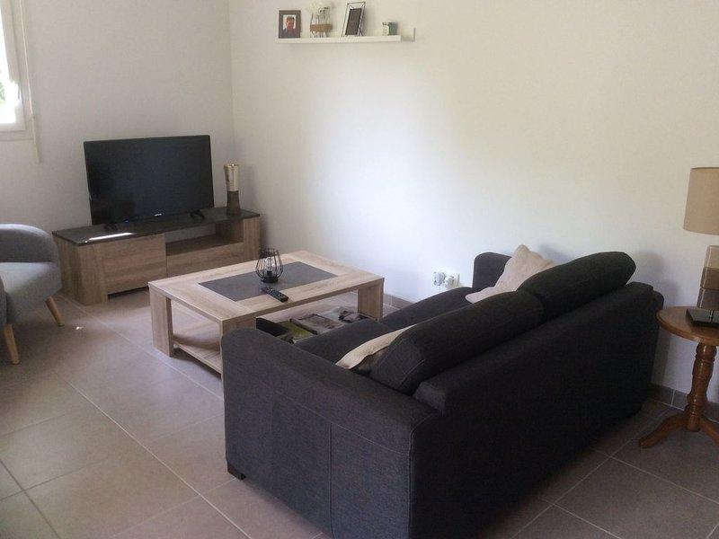 Appartement charmant dans un écrin de verdure, classé 3 étoiles tourisme, holiday rental in Villefranque